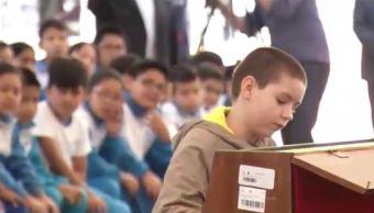 Niño pianista Sergio Vargas Escoruela, quien a sus 11 años debutó como solista con la Sinfónica en Bellas Artes. (Noticieros Televisa)