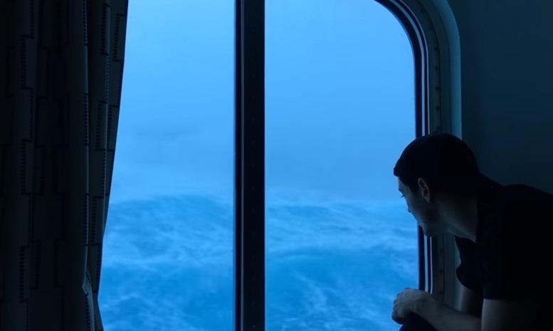 Imágenes dentro del crucero de Royal Caribbean golpeado por una tormenta en el Atlántico (Foto Youtube)