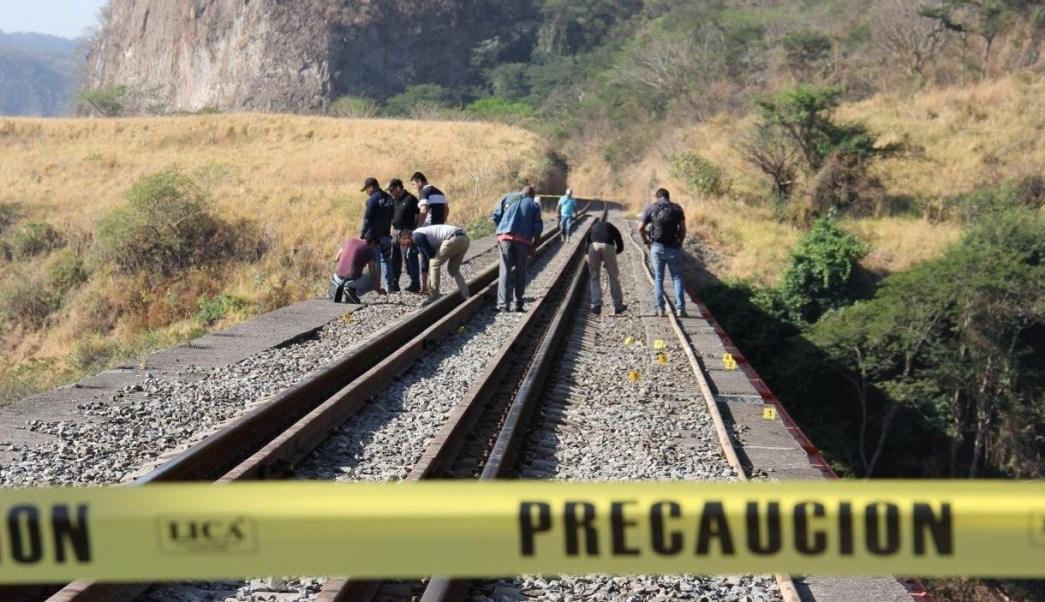 Rescate de varias osamentas encontradas al fondo de un barranco en zona limítrofe de Jalisco y Colima. (Procuraduría de Colima)
