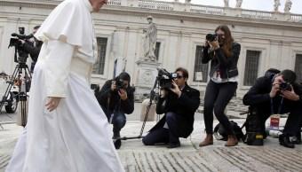 El papa Francisco acude a la audiencia general semanal en la Plaza de San Pedro en el Vaticano (Reuters)