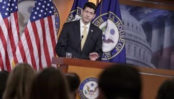 El presidente de la Cámara de Representantes, Paul Ryan, habla con los periodistas en el Capitolio de Washington sobre Jeff Sessions (AP)