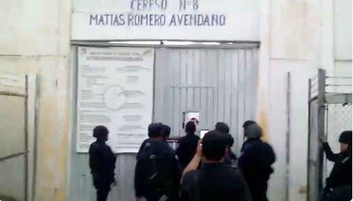 Liberan a director retenido por reos en penal de Matías Romero, Oaxaca