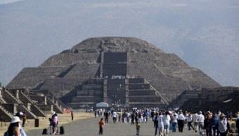 Miles de personas visitaron la zona arqueológica de las pirámides de Teotihuacán. (Getty Images, archivo)