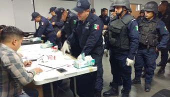 Policias de Nuevo León se someten a antidoping en Apodaca (Twitter @rayelizalder)
