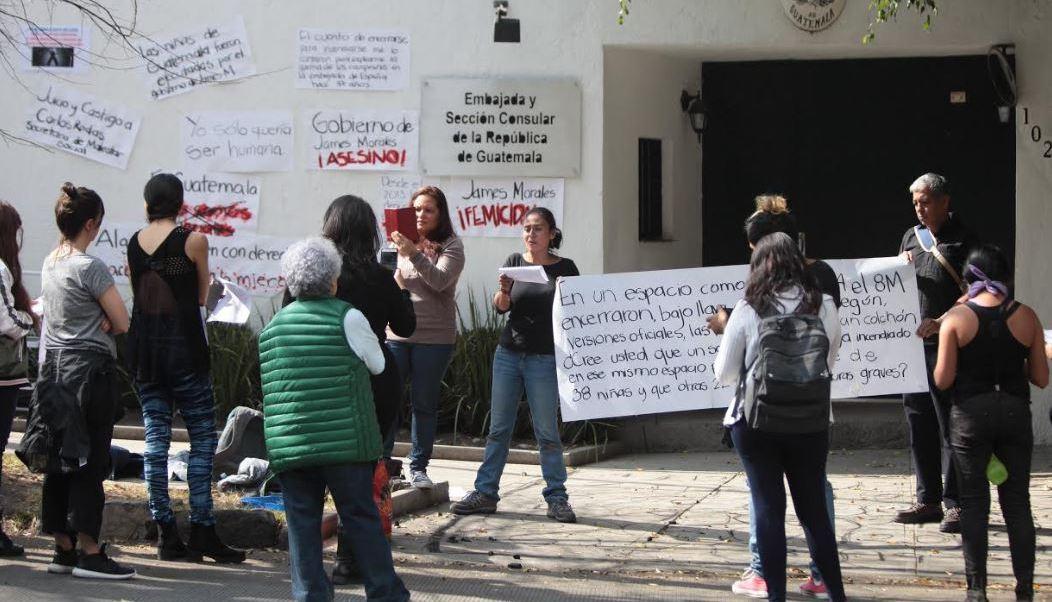 Protestan en México por incendio en Guatemala