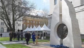 La Reina Elizabeth II honra a los militares y civiles que participaron en los conflictos de Irak y Afganistán (AP)