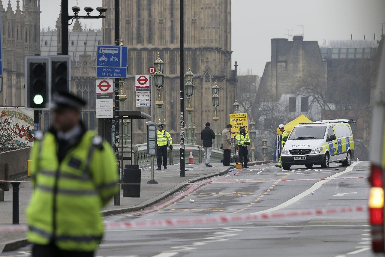 Isabel II cancela actos previstos ante el ataque