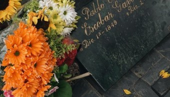 Wiz Khalifa deja flores en la tumba de Pablo Escobar en la ciudad de Medellín (Instagram: wizkhalifa)