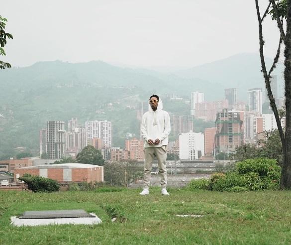 El rapero estadounidense Wiz Khalifa vista la tumba del capo colombiano Pablo Escobar (Instagram: wizkhalifa)