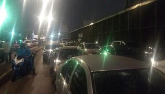 Tránsito en Río Consulado es afectado por una protesta a la altura de Peñón de los Baños; granaderos de la Ciudad de México retiran el bloqueo (Twitter @luismiguelbaraa)