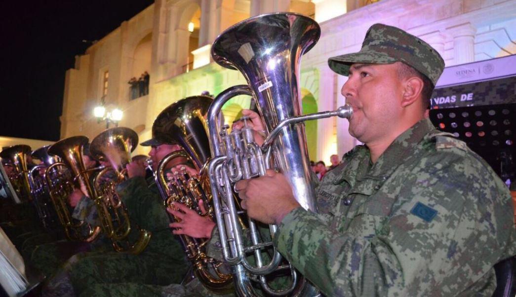 Los militares ofrecieron el concierto de 20 piezas musicales durante la clausura del Concurso Nacional de Bandas Musicales Sur Sureste (Twitter/@cancino_marco)