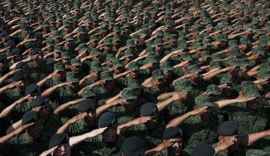 Soldados mexicanos reunidos en el Campo Marte de la CDMX (AP, archivo)