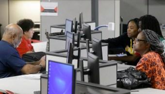 Ciudadanos estadounidenses solicitan apoyo económico por desempleo. (AP)