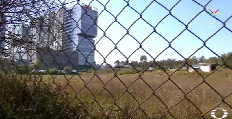 Reja que limita parte de la Alameda Poniente en Santa Fe (Noticieros Televisa)