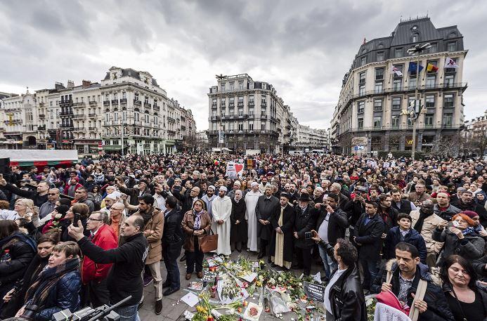 Ciudadanos belgas, víctimas y familiares de los que murieron en los atentados suicidas en Bruselas conmemoraron el primer aniversario de los peores ataques de su historia. (AP)