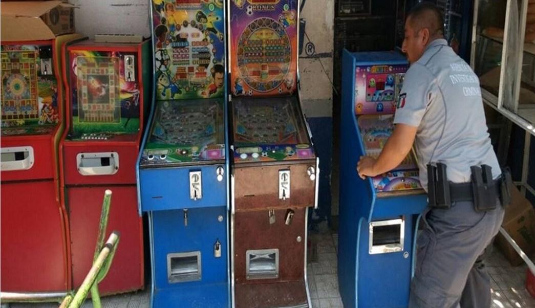 Elementos federales incautan tragamonedas; la PGR realiza operativo para asegurar 'mini casinos' en Tijuana (NTX, archivo)