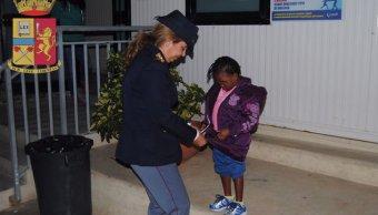 Una niña refugiada de cuatro años perdida en Lampedusa se reunió con su madre en Sicilia.