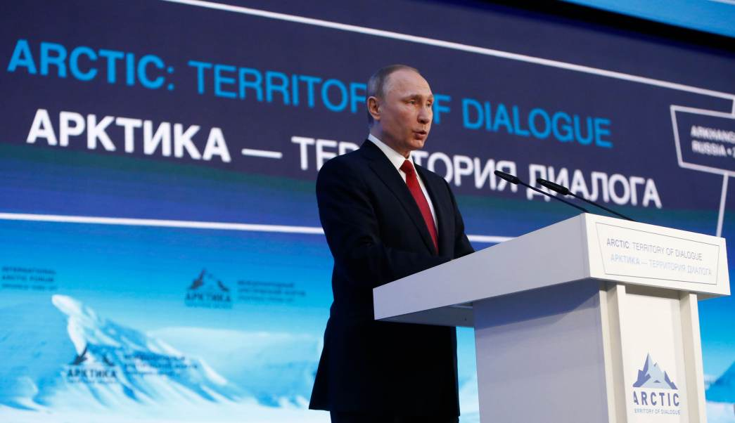 Vladimir Putin en la Cumbre Ártica que se realiza en Rusia (AP)