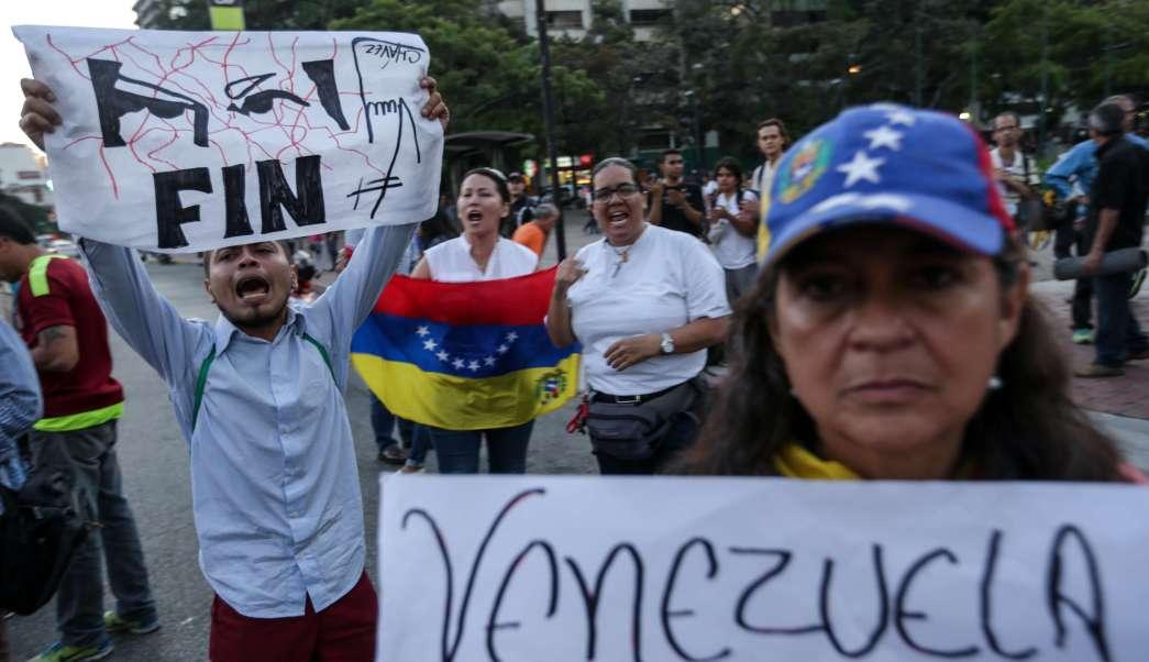 Venezolanos salieron a protestar en contra del Tribunal Supremo de Justicia en Caracas, Venezuela. (AP)