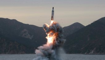 Misil lanzado desde un submarino por Norcorea. (EFE)
