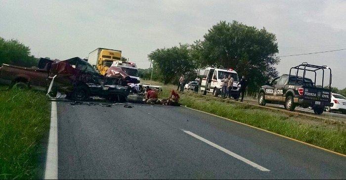 Accidente automovilístico deja dos muertos en la Carretera Nacional, Nuevo León. (Twitter @_LASNOTICIASMTY)