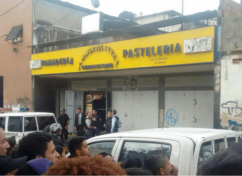 Al menos diez muertos durante un saqueo a una panadería en un barrio popular de Caracas, Venezuela. (@AndrewsAbreu)