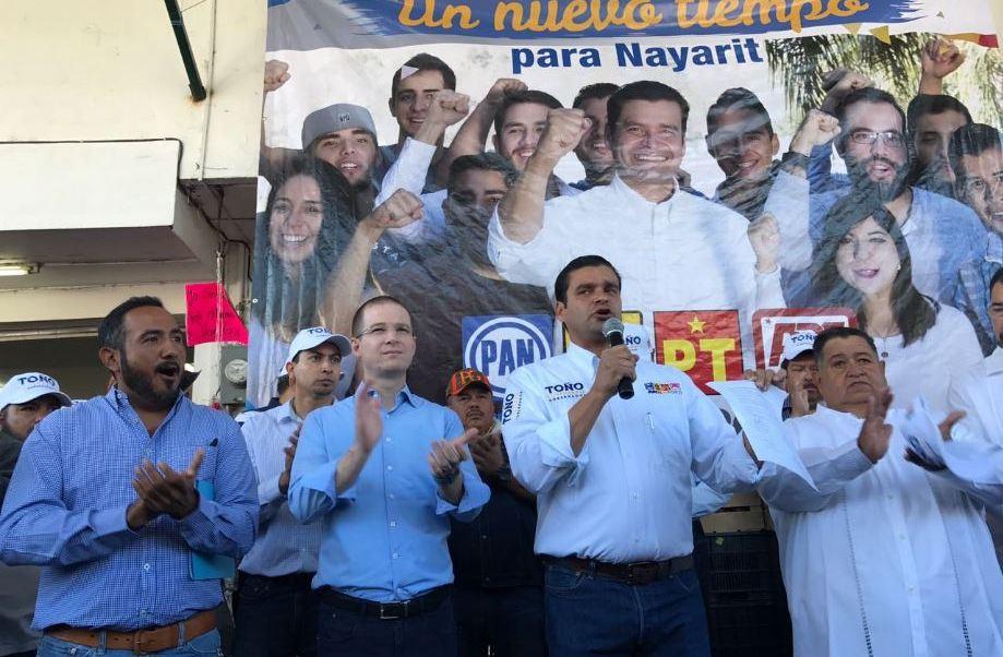 """Ricardo Anaya estuvo en Tepic, Nayarit, en el arranque de campaña de Antonio Echevarría García, candidato a gobernador por la alianza """"Juntos por ti"""" integrada por el PAN-PRD. (Twitter@aegnayarit)"""