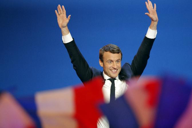 Macron dijo que en un año cambió la cara de la política francesa (AP)