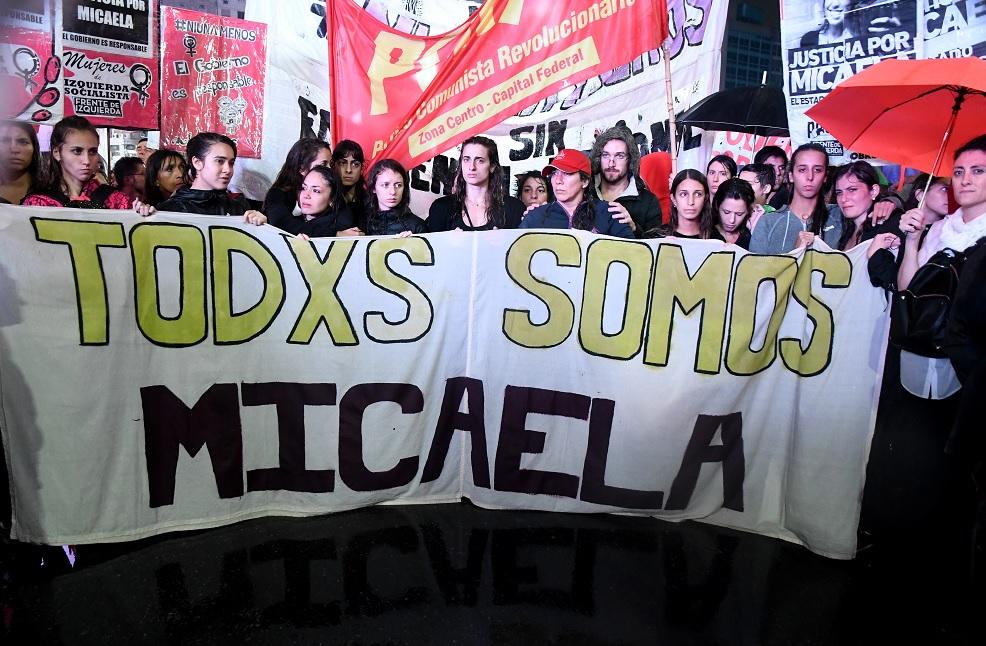 En el Obelisco de la Ciudad de Buenos Aires, Argentina, la gente reclama justicia para Micaela García (EFE)