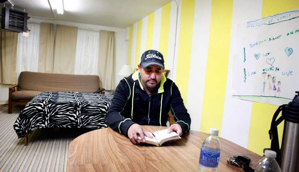 Arturo Hernández pasó nueve meses viviendo en el sótano de la Primera Iglesia Unitaria de Denver.
