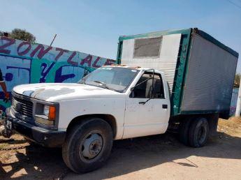 Agentes estatales detectaron una camioneta cargada con 11 contenedores con capacidad para 200 litros cada uno (Twitter @ElInformativoH1)