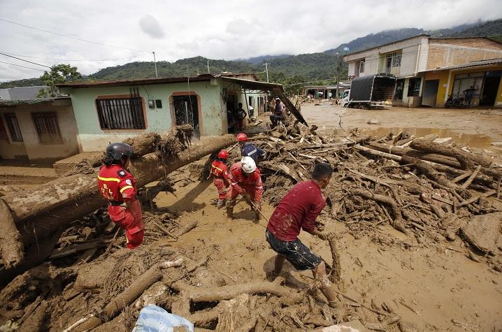 Autoridades colombianas informaron que 273 personas han muerto tras registrarse un alud en la ciudad de Mocoa.