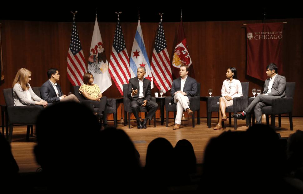Barack Obama durante un foro con estudiantes en la Universidad de Chicago. (AP)