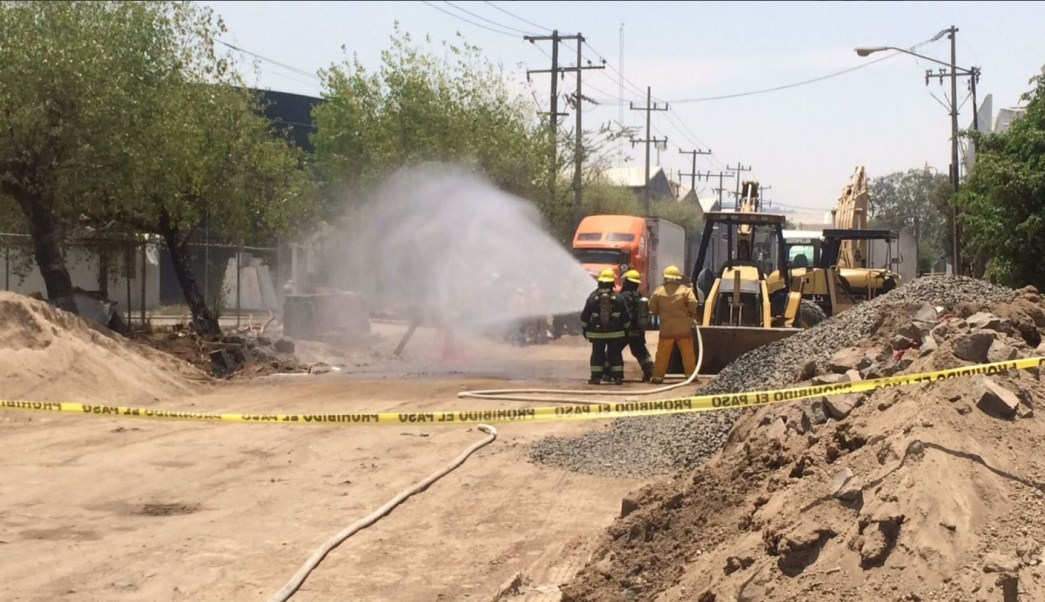 Bomberos de Guadalajara controlan fuga de gas