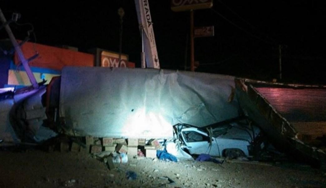 El conductor del tráiler escapó. (Noticieros Televisa)