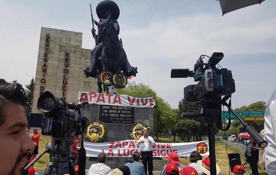 Óscar González, candidato del PT, realizó en Toluca un homenaje luctuoso a Emiliano Zapata. (@OscarGonzalezYa)