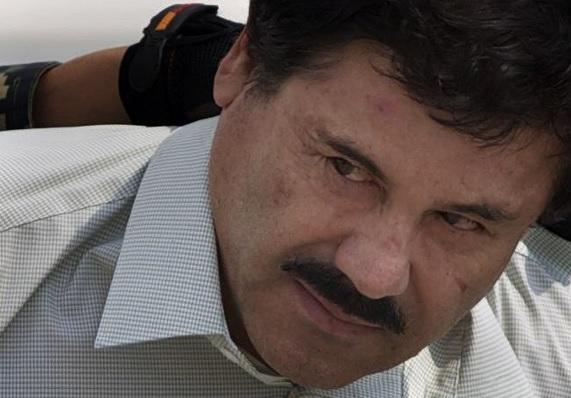 """Joaquín """"El Chapo"""" Guzmán es esposado por autoridades mexicanas"""