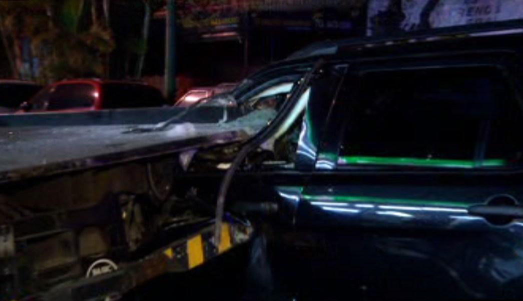 Camioneta se impacta contra una grúa en Eje Central Lázaro Cárdenas (Noticieros Televisa)