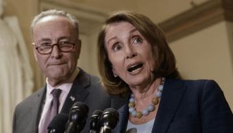 Chuck Schumer, líder de la minoría senatorial demócrata, y Nancy Pelosi, líder de la minoría demócrata en la Cámara de Representantes. (AP, archivo)