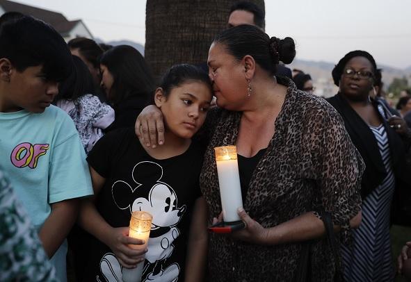 Cientos despidieron a la maestra y un estudiante muerto durante un tiroteo en San Bernardino, California.