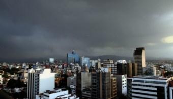 El Servicio Meteorológico Nacional (SMN) informó que predominará cielo nublado con potencial de lluvia en la Ciudad de México (Notimex)