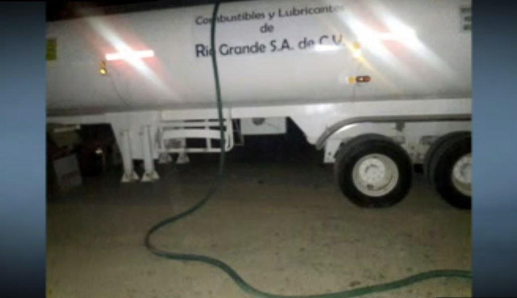 Pipa incautada con combustible robado en Santa Catarina, Nuevo León (Noticieros Televisa)