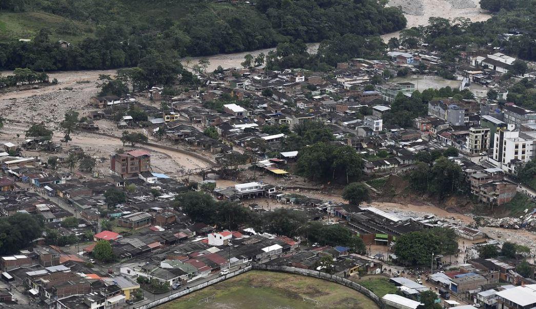 Vista aérea de una porción de Mocoa, Colombia, después de que una avalancha de agua de un río desbordado barrió la ciudad mientras la gente dormía. (AP)