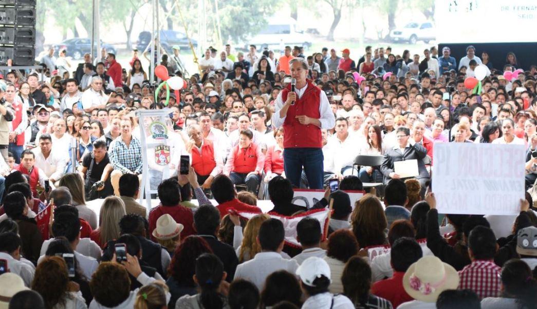 Alfredo Del Mazo, candidato del PRI a la gubernatura del Estado de México, se compromete a que, de ganar las elecciones, los hospitales y centros de Salud de la entidad contarán con medicinas, insumos y personal suficiente para garantizar un mejor servicio a los mexiquenses. (Twitter@alfredodelmazo)