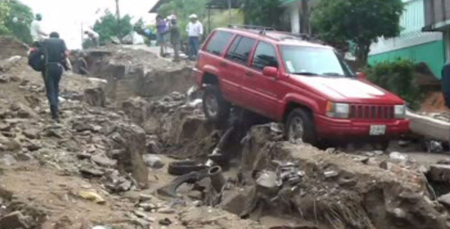 Lluvia provoca deslave en Coatzacoalcos, Veracruz (Noticieros Televisa)