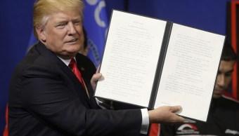 Donald Trump, presidente de Estados Unidos, durante un mensaje en una fábrica de tornillos en Wisconsin.