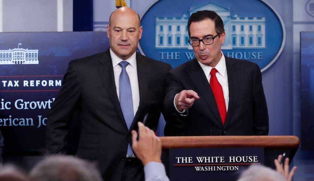El director del Consejo de Comercio de la Casa Blanca, Gary Cohn, y el secretario del Tesoro, Steven Mnuchin, presentan el nuevo plan de reforma fiscal del presidente Trump.