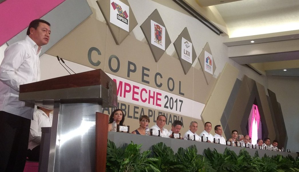 El secretario de Segob, Miguel Ángel Osorio Chong, inaugura la X Asamblea de la COPECOL. (Twitter @CopecolMx)