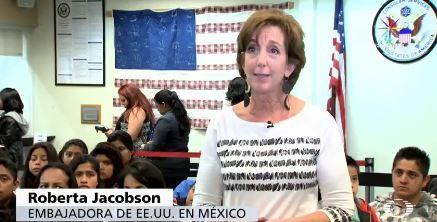 """La Embajada de Estados Unidos informó que a través de la campaña """"Documéntate"""" cada mes entrega alrededor de dos mil pasaportes americanos (Noticieros Televisa)"""