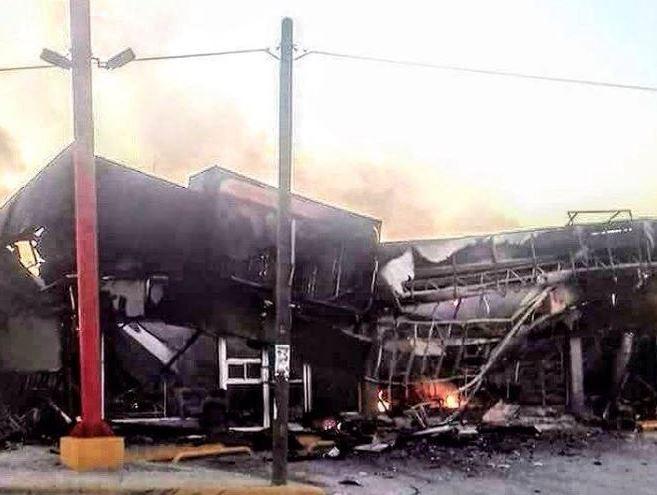 Ciudadanos reportaron en redes sociales la quema de establecimientos y vehículos en Reynosa tras el abatimiento del 'El Toro' y 'Pancho Carreón' (Twitter @tonyexpres)